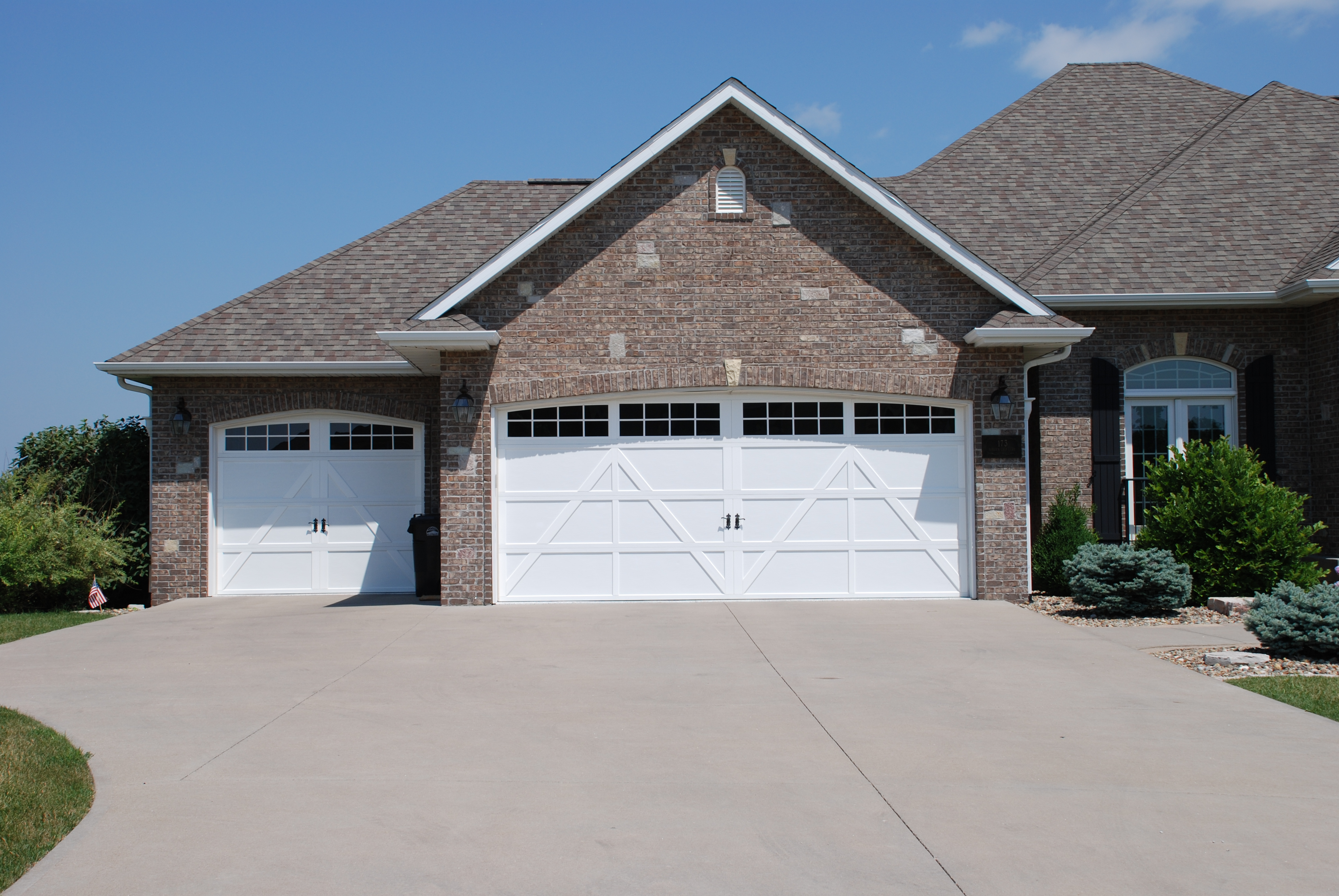 2592 #3C658F Residential Door Applications image Residential Overhead Garage Doors 36733872